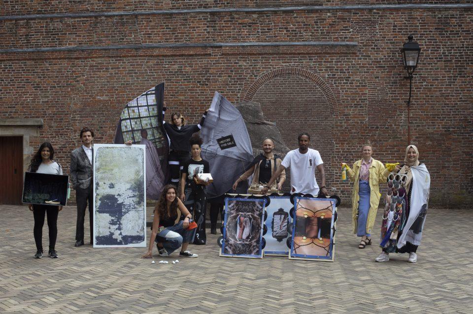 Persoonlijke verhalen tijdens Moveable Statues op het Domplein